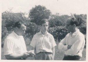 Iš kairės: K. Bradūnas, A. Nyka-Niliūnas, H. Radauskas. Baltimorė, 1951 m. Maironio lietuvių literatūros muziejaus virtuali paroda, skirta A. Nykai-Niliūnui.