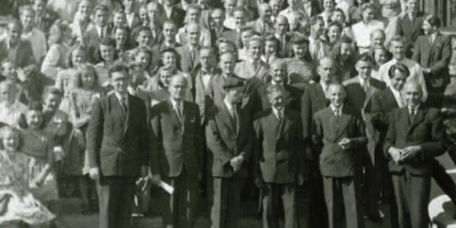 Universiteto studentai ir dėstytojai, Pinnebergas, 1948 m. Prof. Stanka stovi pirmos eilės viduryje su kepure. VEMU archyvas, Toronto.