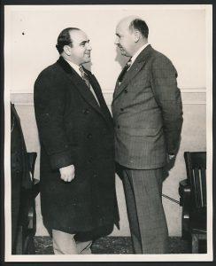 1928 m. Frank B. Mast buvo paskirtas Ilinojaus valstijos prokuroro padėjėju. Jis tardė žinomą nusikaltėlį Al Capone. Nuotr. iš Trend Following