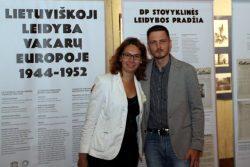 Lituanistikos tyrimų skyriaus vadovės pavaduotoja Giedrė Milerytė-Japertienė su Kauno IX forto muziejaus atstovu Mariumi Pečiuliu