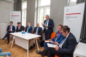 """""""Lenkija ir Lietuva praėjus 25 metams nuo diplomatinių santykių atnaujinimo – kur esame ir kur einame? Kaip galime prisidėti prie Europos stabilumo ir gerovės?"""". Daugiau apie diskusiją: http://bit.ly/2co2445"""